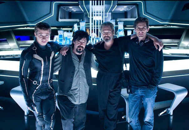 Garrett-Hedlund-Steve-Lisberger-Joseph-Kosinski-and-Jeff-Bridges-architect-Tron-Legacy